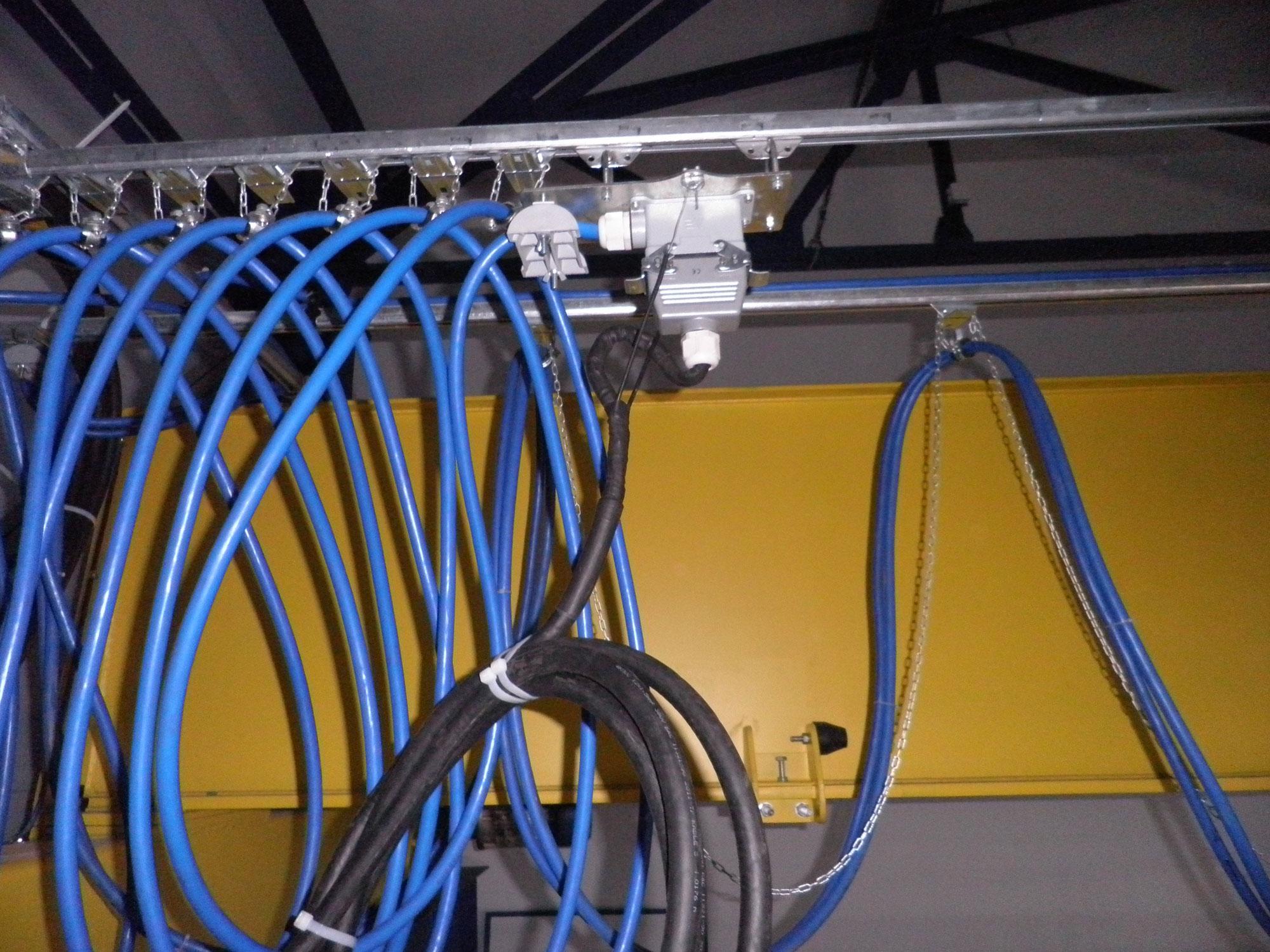 6-Токоподвод кабельный на жестком профиле типа Festoon