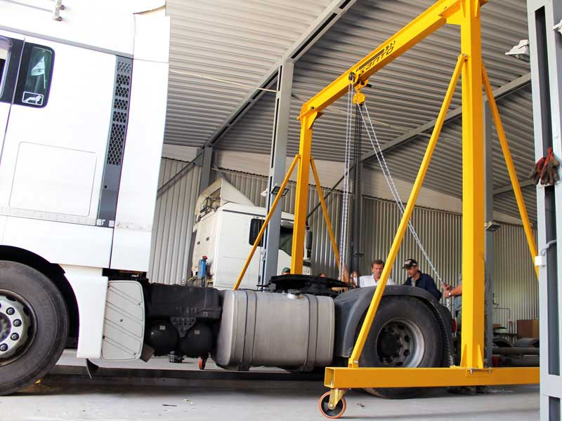 LIGHT PORTABLE GANTRY CRANES