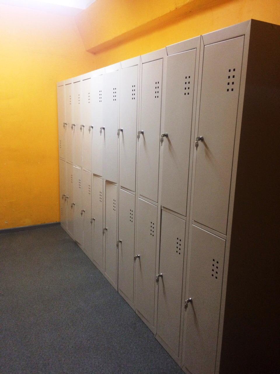1-Спортивные шкафы для одежды и инвентаря